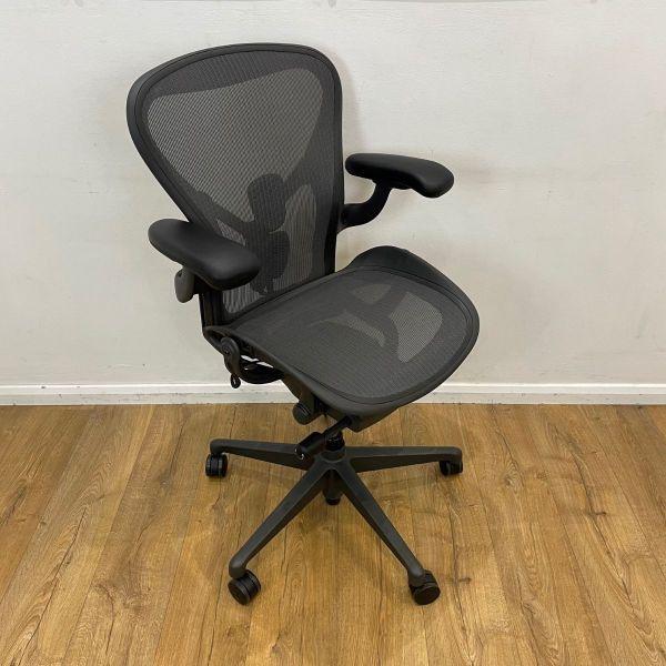 Carbon Aeron Size B Chair